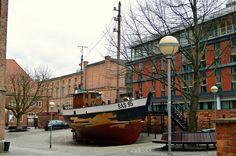 Auf dem Weg in den Rügen Urlaub ist ein Abstecher nach Stralsund eigentlich unverzichtbar. Gerade wer auf historische Bauten steht, hat hier einiges zu besichtigen. Die Altstadt ist fast vollständig vom Wasser umgeben und gehört zum UNESCO Welterbe..…..mehr unter: www.welt-sehenerleben.de #Stralsund #Rügen #Ostsee #UNESCO #Urlaub