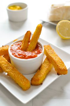 Baked Parmesan Polenta Fries with marinara. Maybe use all the parmesan and half the polenta and cut thinner. But cheesy polenta dipped in Marinara----YUM Baked Polenta, Polenta Fries, Polenta Recipes, Healthy Fries, Cooking Recipes, Healthy Recipes, Street Food, Love Food, Yummy Food