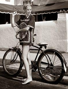 Grace Kelly / Born: Grace Patricia Kelly, November 1929 in Philadelphia, Pennsylvania, USA / Died: September 1982 (age in Monaco Velo Vintage, Mode Vintage, Vintage Bikes, Hollywood Actresses, Old Hollywood, Classic Hollywood, Monaco, Princesa Grace Kelly, Patricia Kelly