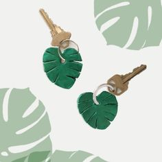 Make these cute monstera leaf keychains as gifts or to keep for yourself. Free…