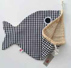 bag with fish tail.Drawstring bag with fish tail. Sewing For Kids, Baby Sewing, Diy For Kids, Fabric Crafts, Sewing Crafts, Sewing Projects, Fish In A Bag, Fabric Bags, Sewing Hacks