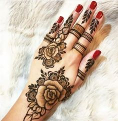 Searching for stylish mehndi designs for the party that look gorgeous? Stylish Mehndi Design is the best mehndi design for any func. Modern Henna Designs, Rose Mehndi Designs, Indian Henna Designs, Finger Henna Designs, Dulhan Mehndi Designs, Mehndi Designs For Fingers, Mehndi Design Images, Beautiful Henna Designs, Latest Mehndi Designs