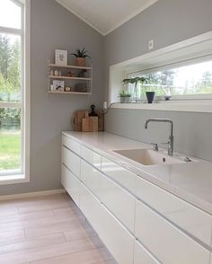 A beautiful kitchen by @interior_by_linda, String Pocket shelf available at www.istome.co.uk