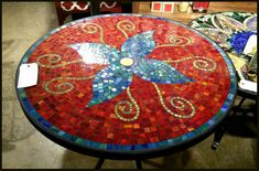free mosaic patterns for tables Round - Bing images Mirror Mosaic, Mosaic Diy, Mosaic Crafts, Mosaic Projects, Marble Mosaic, Stained Glass Projects, Mosaic Glass, Mosaic Tiles, Tiling