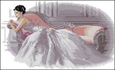 0 point de croix femme robe blanche allongee - cross stitch girl in white lying2