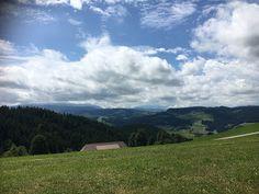 Blog über das Reisen und wandern. Zurzeit vorallem Wandern in der Schweiz. Fernziel ist der Fernwanderweg E1 Bern, Trail, Clouds, Mountains, Nature, Outdoor, Switzerland, Adventure, Hiking