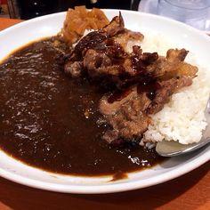 nyalow's photo: #curry #gohan 焼肉カレー! スゴいボリューム。 東京チカラめし、恐るべし…。
