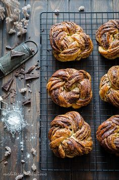 This recipe for Braided Chocolate Brioche is delicious! Plus, it looks truly fancy without being a super complicated recipe. Fun Baking Recipes, Brunch Recipes, Sweet Recipes, Dessert Recipes, Cooking Recipes, Brioche Recipe, Brioche Bread, Babka Recipe, Chocolate Brioche