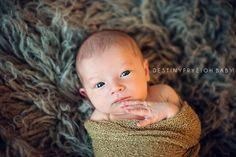 Newborn boy photography awake © Destiny Frye Photography www.destinyfryephotography.com