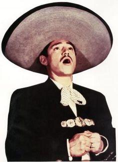 Javier Solis era otro de los mexicanos que no se quitaban su sombrero.