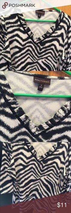 "XL black/white print top 3/4 sleeve dana buchman XL print top 3/4 sleeve approx 25""from shoulder Dana Buchman Tops Tees - Short Sleeve"