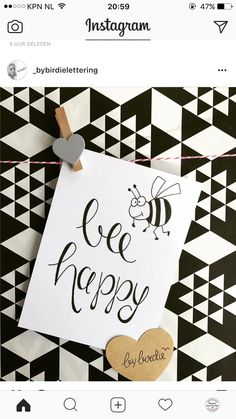Bee happy emmagw - New Ideas Doodle Drawing, Doodle Art, Hand Lettering Quotes, Brush Lettering, Wood Bees, Joelle, Bee Happy, Chalkboard Art, Journal Inspiration