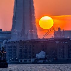 London Sunset  Here's another shot from the sunset behind the Shard and London Eye from a few weeks ago. Shot from Canary Wharf.  #cityscape #sunset #london #uk #londoneye #sonyalpha by davidrrobinson.photo