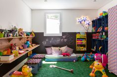 i am normally opposed to astro turf. however in a kids' room it might not be such a bad idea. kid's room with fake grass Toddler Daycare Rooms, Home Daycare, Toddler Bed, Baby Decor, Kids Decor, Baby Bedroom, Kids Bedroom, Ideas Habitaciones, Montessori Bedroom