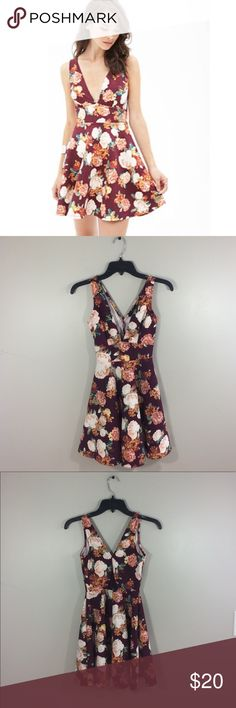 """Forever 21 Floral V Neck Back Cutout Dress No holes or stains. Has a triangle shaped cutout on the back. 95% polyester 5% spandex. 31.5"""" length: 13.5"""" pit to pit: no trades Forever 21 Dresses Mini"""