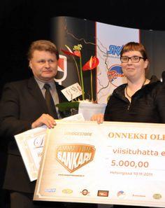 Vuoden 2011 Sankari Petri Varkoi saa palkinnon liikenneministeri Merja Kyllöseltä.