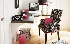 Cute, chic & girlie office.