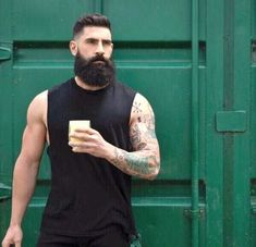 Beard oil vs coconut oil: Which is better for treating dry skin and dry beards? Learn which oil is better for eliminating beard dandruff and beard itch. Great Beards, Awesome Beards, Beard Styles For Men, Hair And Beard Styles, Shaved Head With Beard, Beard Images, Beard Look, Man Beard, Beard No Mustache