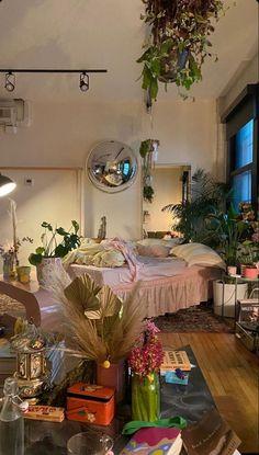 Room Design Bedroom, Room Ideas Bedroom, Bedroom Decor, Bedroom Inspo, Indie Room, Pretty Room, Aesthetic Room Decor, City Aesthetic, Dream Rooms