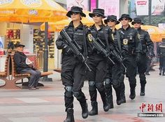 Female special forces show off their guns on Chengdu's shopping street [video] - GoChengdoo Mobile
