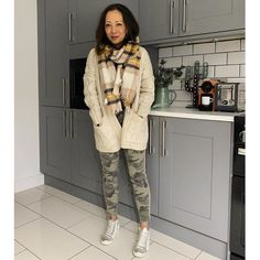 How to dress for the cold weather | For more style inspiration visit 40plusstyle.com