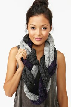 #DIY Braided Infinity Scarf. This would make a fun Christmas gift for friends.