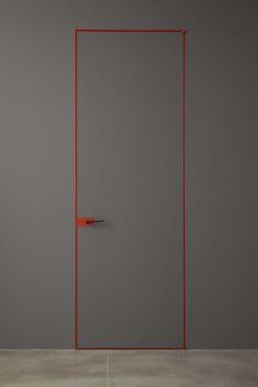 Porta battente in vetro satinato grigio quarzo con stipite e finiture rosse