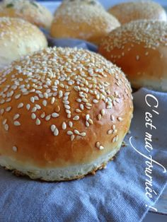 —- chez so *** j'adore ! That is my batch!: As a result of there is no such thing as a good hamburger with out good bread … Burger Party, No Salt Recipes, Vegan Burgers, Burger Buns, Cooking Chef, Dinner Rolls, Street Food, Food And Drink, Favorite Recipes