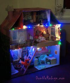 самодельный кукольный домик из картона - ночная подсветка