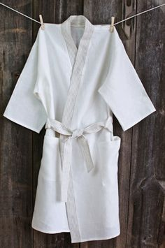 High quality bathrobes make the end of your long day a little more relaxing. Made from 100% pure linen, these bathrobes are lightweight, breathable, and moisture-wicking.
