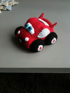 Lightning McQueen crochet pattern, free from raverly in German and In English. Pick 2nd file for English.
