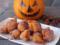 Receta Postre : Buñuelos de calabaza por MontseMorote Learn To Cook, Dessert Recipes, Desserts, Pumpkin Carving, Sweet Recipes, Muffin, Cooking Recipes, Sweets, Bread