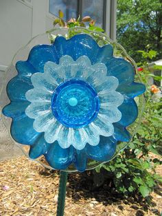 This is a vintage glass flower sculpture designed to be displayed on a stake in your garden, It has been carefully created with used glass items found in thrift and antique stores, only the best quality are chosen. This one is approx. 9 1/2 inches in width. Blue and clear are the colors that make up this piece. This flower will need iron rebar or copper pipe to stake in garden as pictured in the 5t photos presented. It is not included with the flower. Please read entire listing before ...