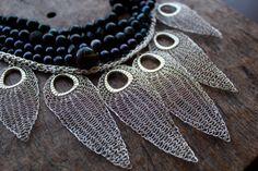 Bali - Bib unica istruzione collana Mix di perle, gemme e foglie all'uncinetto d'argento. Pronti per la spedizione! SPEDIZIONE GRATUITA!