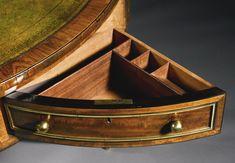 Un Regency bien dorado latón montado partes-ebanizado de caoba, ébano y Kingwood biblioteca tabla tambor <br> circa 1810   mucho   Sotheby