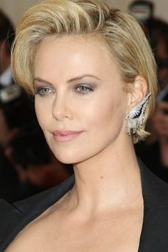 Charlize Theron short blonde hairstyle