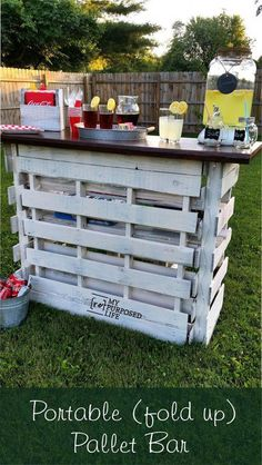 Portable Folding DIY Pallet Bar - great for weddings, tailgating and more! Not just a DIY pallet bar, but a portable folding pallet bar for destination weddings, reunions, even tailgating. Move it to the front yard Lemonade Sales! Diy Pallet Furniture, Diy Pallet Projects, Wood Projects, Furniture Ideas, Garden Furniture, Outdoor Furniture, House Furniture, Furniture Design, Repurposed Furniture