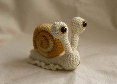Chicken Amigurumi Crochet Pattern by TheLoftyLoop on Etsy Crochet Snail, Giraffe Crochet, Cute Crochet, Crochet Animals, Crochet Crafts, Crochet Projects, Dog Crochet, Crochet Animal Patterns, Crochet Patterns Amigurumi