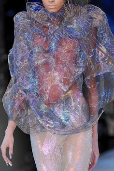 Alexander McQueen Runway Details It looks like she's wearing space and time! Couture Fashion, Paris Fashion, Fashion Art, Runway Fashion, Trendy Fashion, High Fashion, Fashion 2018, Spring Fashion, Fashion Ideas