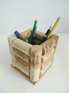 Here are the Diy Wine Cork Hacks. This post about Diy Wine Cork Hacks was posted under the Furniture category by our team at April 2019 at pm. Hope you enjoy it and don't forget to share this . Wine Craft, Wine Cork Crafts, Wine Bottle Crafts, Wine Cork Projects, Wine Cork Art, Wine Bottle Corks, Bottle Candles, Wine Decor, Diy And Crafts