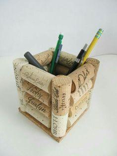 #riciclando ...un porta penne fai da te con i tappi di sughero