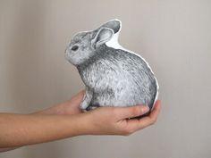 cuscino con coniglio leprotto lepre pupazzo dipinto a mano in cotone bianco e nero