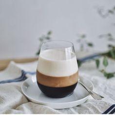 コーヒー好きにはたまらない。おうちでつくれる、見た目が美しい「三層コーヒーゼリー」レシピ。 CAKE.TOKYO