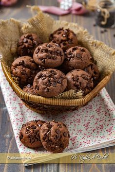 Soft chocolate cookies in 5 minutes recipe I fancy sweet - Biscotti - Healt and fitness Chocolate Biscuits, Chocolate Cookies, Chocolate Desserts, Sweet Desserts, Sweet Recipes, Cheap Recipes, Bolacha Cookies, Cookie Recipes, Dessert Recipes