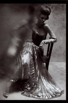 photo by Steven Meisel for Vogue Italy (glass  in front of part of picture... nice distortion, nice effect)
