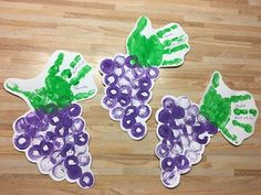 SZŐLŐFÜRT DUGÓ ÉS TENYÉR LENYOMATTAL Spring Crafts For Kids, Autumn Crafts, Diy For Kids, Farm Activities, Preschool Activities, Preschool Classroom Decor, Fruit Crafts, Fall Garland, Fruit Of The Spirit