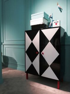 #camiciacorta cabinet and #icona boxes, #design by @Moschino for #altreforme A Moveable Feast #stand @iSaloni 2014 #paris #anni20 #roaringtwenties #designweek #interior #home #decor #homedecor #furniture with #woweffect #aluminium
