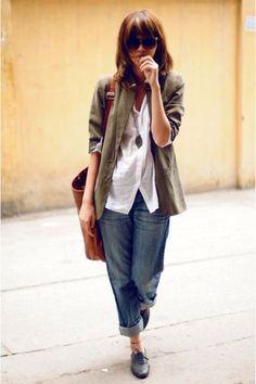 Take a look at the best what to wear with baggy jeans in the photos below and get ideas for your outfits! Laid back outfit Image source Tomboy Fashion, Look Fashion, Womens Fashion, Tomboy Style, Fashion Outfits, Fall Fashion, Fashion Ideas, Jackets Fashion, Travel Outfits