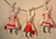 Leenan luomukset - omin käsin tehty: Pupuja, punaista ja valkoista, pilkkuja, raitaa.....
