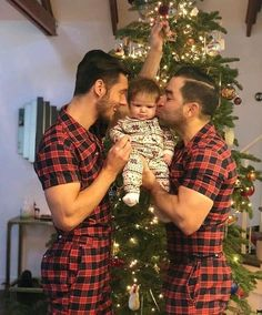 Christmas is made for loved ones, whoever they are, so get cosy and take a look at the love shared by gay couples and chosen families before a festive tree Tumblr Gay, Lgbt Love, Cute Gay Couples, Gay Men, Gay Guys, Man In Love, Gay Pride, Dads, Photos